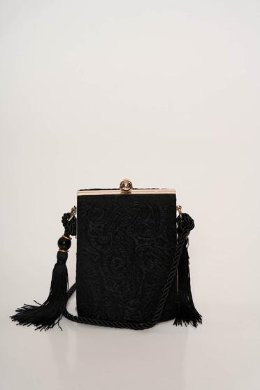 Fekete alkalmi bojtos táska csipkés anyagból hosszú, állítható pánttal