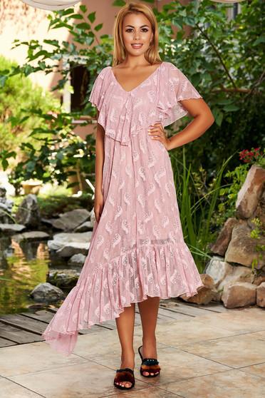 Rózsaszínű StarShinerS hétköznapi midi aszimetrikus bő szabású ruha csipkés anyagból fodrok a dekoltázs vonalánál