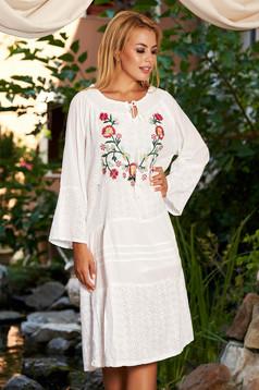 Fehér ruha hétköznapi bő szabású midi pamutból készült virágos hímzés a vállakon hosszú ujjak