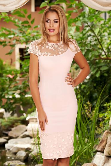Rózsaszínű rövid ujjú hímzett midi alkalmi ceruza ruha