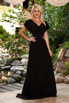 Fekete StarShinerS hosszú alkalmi ruha muszlinból fodrokkal a dekoltázs vonalánál