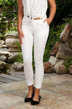 Fehér casual kónikus pamutból készült elöl zsebes nadrág tartozékkal