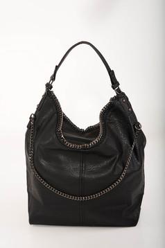 Fekete casual táska műbőrből rövid fülekkel hosszú, lánc jellegű akasztóval