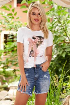 Fehér casual bő szabású póló pamutból és grafikai díszítéssel