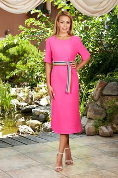 Pink rövid ujjú midi egyenes ruha kerekített dekoltázssal