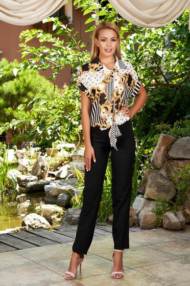 Fekete elegáns két részes női kosztüm nadrágos csíkos grafikai díszítéssel szellős anyagból