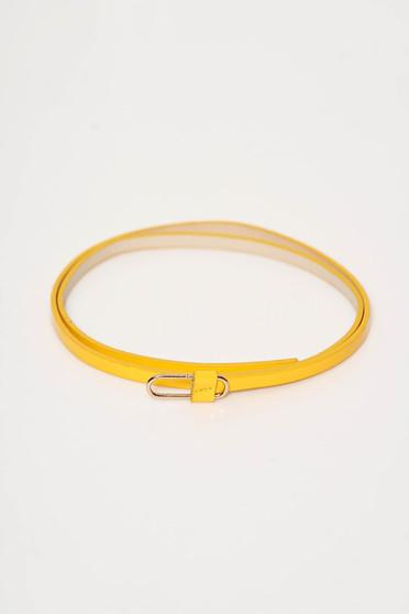 Sárga StarShinerS fém csattal díszített öv műbőrből