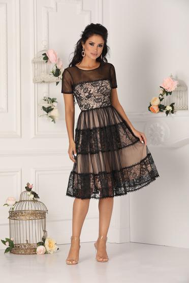 Fekete alkalmi midi mellrésznél szivacsos harang ruha csipkés anyagból tüllből béléssel