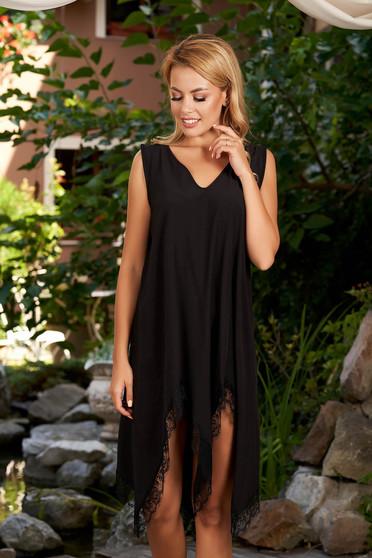 Fekete StarShinerS aszimetrikus strandi ruha csipke díszítéssel