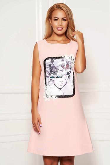 Pink hétköznapi rövid a-vonalú ujj nélküli zsebes ruha grafikai díszítéssel