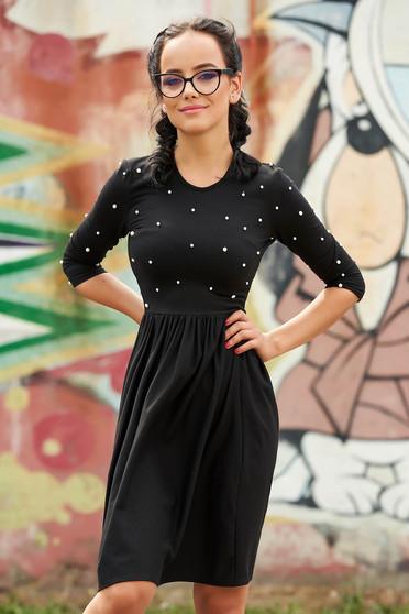 Fekete StarShinerS hétköznapi rövid harang ruha gyöngy díszítéssel kerekített dekoltázssal