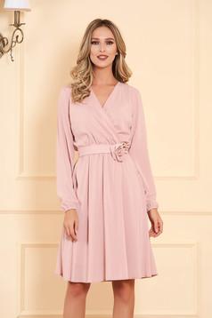 Púder rózsaszínű StarShinerS alkalmi gumírozott derekú midi harang ruha szellős anyagból hosszú ujjakkal