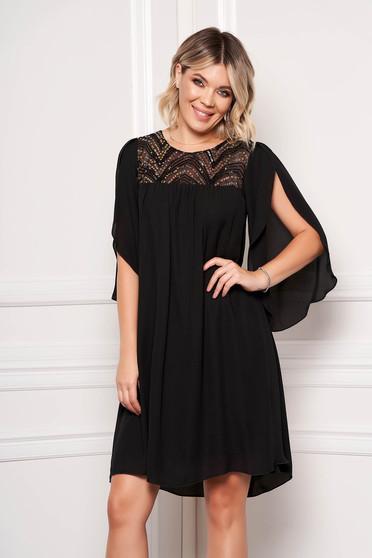 Fekete StarShinerS alkalmi rövid ruha muszlinból pillangó típusú kivágott ujjrésszel és flitteres díszítéssel