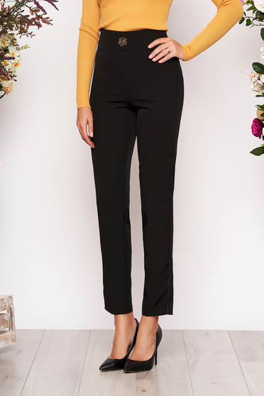 Fekete elegáns zsebes egyenes nadrág enyhén rugalmas anyagból