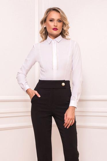 Fehér body ing jellegű body pamutból készült gyöngy díszítéssel hosszú ujjakkal szűk szabású