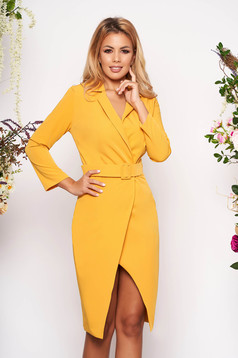 Mustársárga ruha elegáns rövid egyenes háromnegyedes ujjakkal öv típusú kiegészítővel
