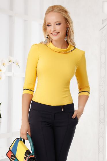 Sárga elegáns pamutból készült szűk szabású női ing kerekített dekoltázssal