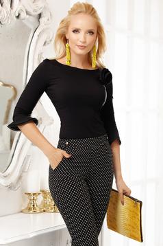 Fekete elegáns pamutból készült szűk szabású női ing bross kiegészítővel hosszú ujjakkal