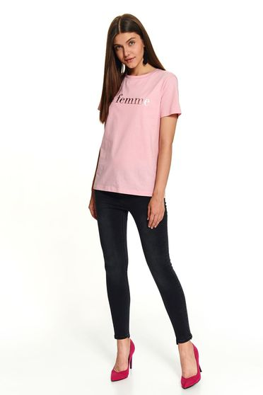 Rózsaszínű casual rövid bő szabású feliratokkal díszített pamutból készült póló