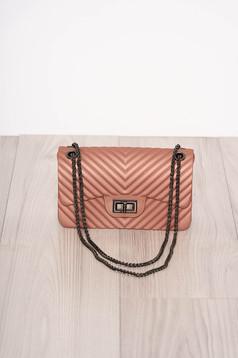 Világos rózsaszín táska elegáns hosszú, lánc jellegű akasztóval