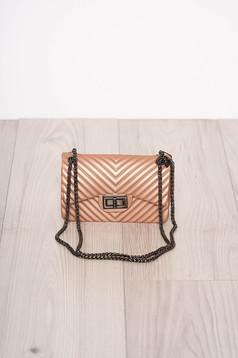 Világos rózsaszín táska alkalmi hosszú, lánc jellegű akasztóval hosszú, állítható pánttal
