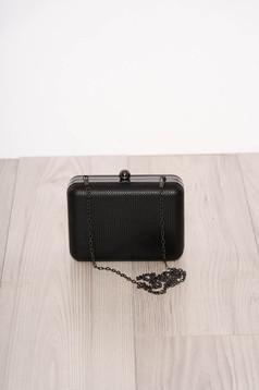 Fekete alkalmi műbőr táska eltávolítható vékony lánccal és egy kapoccsal zárható