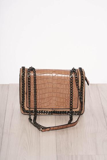 Barna elegáns kígyómintás táska műbőrből cipzárral