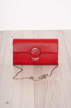 Piros táska elegáns hosszú, lánc jellegű akasztóval eltávolítható vékony lánc