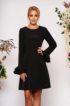 Fekete elegáns rövid a-vonalú zsebes ruha pólónyakkal hosszú ujjakkal harang ujjakkal