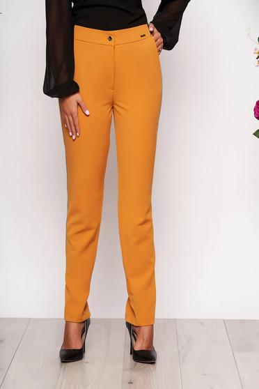 Mustársárga elegáns kónikus derékban rugalmas nadrág zsebekkel fém díszítésekkel