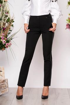 Fekete elegáns kónikus derékban rugalmas nadrág zsebekkel és fém díszítésekkel
