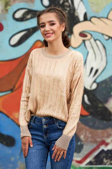 Krémszínű casual rövid bő szabású pulóver kötött anyagból pólónyakkal hosszú ujjakkal flitteres díszítéssel