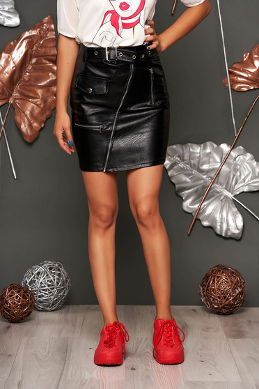Fekete casual rövid szoknya műbőrből álzsebekkel szintetikus bőr övvel