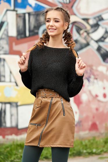 Fekete pulóver casual bő szabású pólónyakkal kötött anyagból