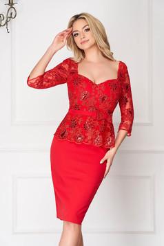 Piros alkalmi midi ceruza ruha háromnegyedes ujjakkal flitteres díszítéssel v-dekoltázzsal