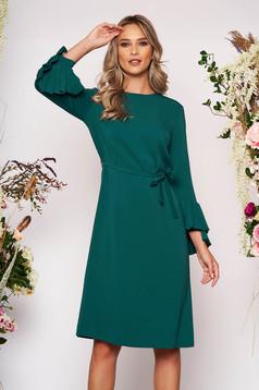 Zöld elegáns midi egyenes ruha szövetből hosszú ujjakkal pólónyakkal eltávolítható övvel