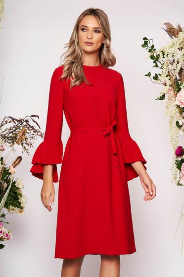 Piros elegáns midi egyenes ruha szövetből hosszú ujjakkal pólónyakkal eltávolítható övvel