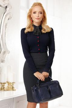 Sötétkék elegáns pamutból készült szűk szabású rövid női ing nyakkendő tartozékkal