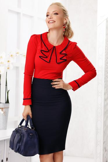 Piros elegáns szűk szabású pamutból készült női ing vékony anyagból és fodros gallérral