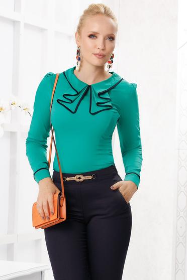 Zöld elegáns szűk szabású pamutból készült női ing vékony anyagból és fodros gallérral