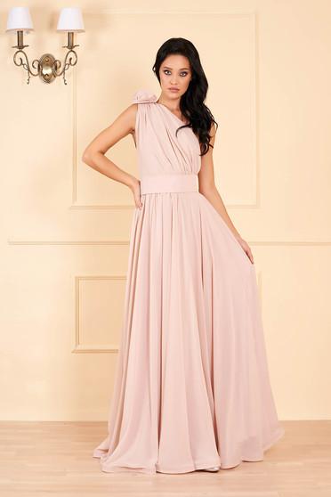 Krémszínű Ana Radu egy vállas luxus harang ruha muszlinból virágos díszekkel övvel ellátva