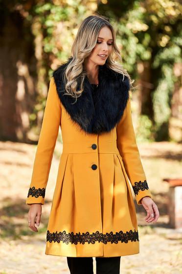 Mustársárga elegáns hosszú gombokkal zárható harang nagykabát műszőrme szőrme gallér