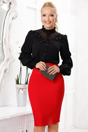 Fekete női blúz irodai rövid hosszú ujjakkal hímzett betétekkel szellős anyagból