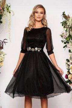 Fekete StarShinerS alkalmi midi harang ruha háromnegyedes ujjakkal kerekített dekoltázssal szellős anyagból eltávolítható övvel