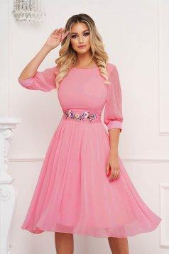 Púder rózsaszínű StarShinerS alkalmi midi harang ruha háromnegyedes ujjakkal kerekített dekoltázssal szellős anyagból eltávolítható övvel