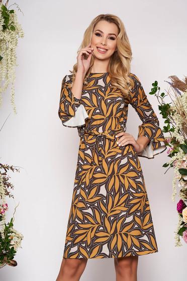Mustársárga elegáns midi virágmintás ruha scuba anyagból bővülő hosszú ujjakkal eltávolítható övvel