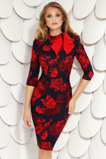 Piros elegáns midi virágmintás magas nyakú ceruza ruha masni alakú kiegészítővel vékony anyagból