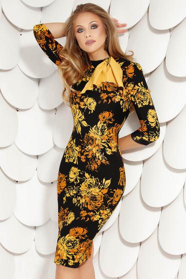 Mustársárga elegáns midi virágmintás magas nyakú ceruza ruha masni alakú kiegészítővel vékony anyagból