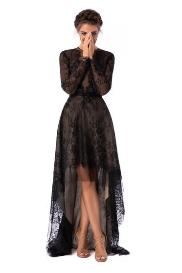 Fekete ruha luxus aszimetrikus harang csipkés anyagból kerekített dekoltázssal hosszú ujjakkal csipke ujj