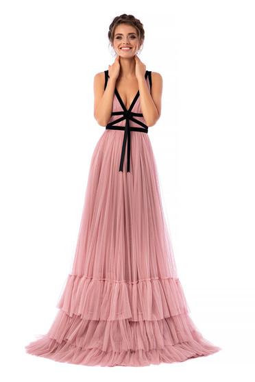 Púder rózsaszínű Ana Radu luxus hosszú ujjatlan harang ruha tüllből bársony panelekkel mély v-dekoltázzsal